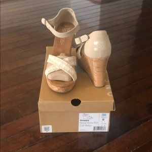 Toms Shoes NWT
